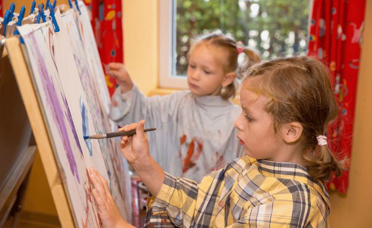 In der Schlumpfgruppe werden bis zu 25 Kinder im Alter von 3 bis 6 Jahren von 08.00 Uhr bis 12.00 Uhr betreut. Eine Erweiterung der Betreuungszeit von 07.30 Uhr bis 08.00 Uhr und/oder von 12.00 Uhr bis 12.30 Uhr ist möglich.