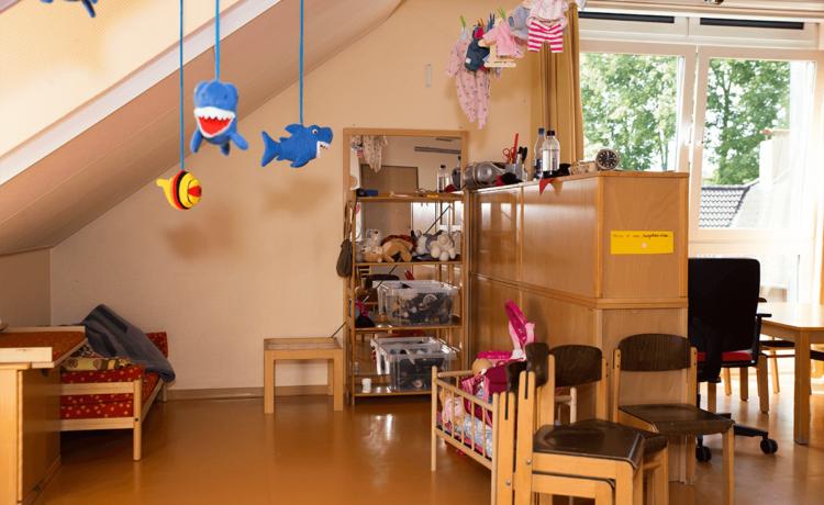 In der Marienkäfergruppe werden bis zu 25 Kinder im Alter von 3 bis 6 Jahren von 08.00 Uhr bis 13.00 Uhr betreut. Eine Erweiterung der Betreuungszeit von 07.30 Uhr bis 08.00 Uhr und/oder von 13.00 Uhr bis 13.30 Uhr ist möglich.