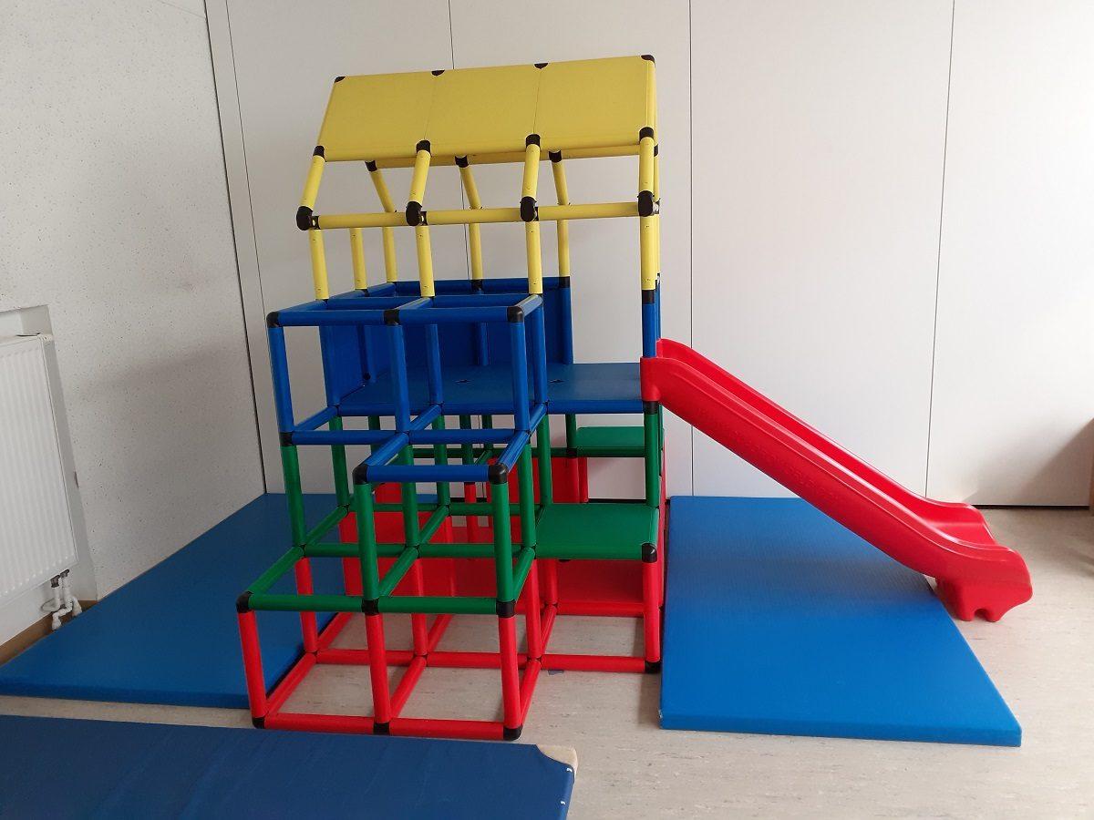 """Durch den Förderverein Kindertagesstätten Hesel e.V. hat der Kindergarten Hesel ein tolles Kletterhaus erhalten. Dieses Kletterhaus bereichert nun unseren Mehrzweckraum und bietet den Kindern eine Vielzahl von Spiel- und Bewegungsmöglichkeiten. Wir sagen ein herzliches """"DANKESCHÖN"""" an den Förderverein für diese großartige Anschaffung. Wenn auch Sie den Förderverein und damit den Kindergarten Hesel, sowie die Kinderkrippen […]"""