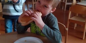 Hot Dog essen